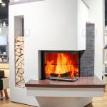 Ambientazione-caminetto-legnaia-maiolica-angolo